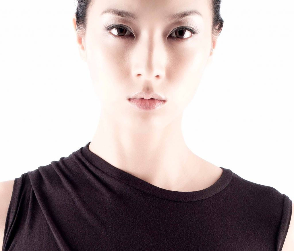 Business advertorial makeup service